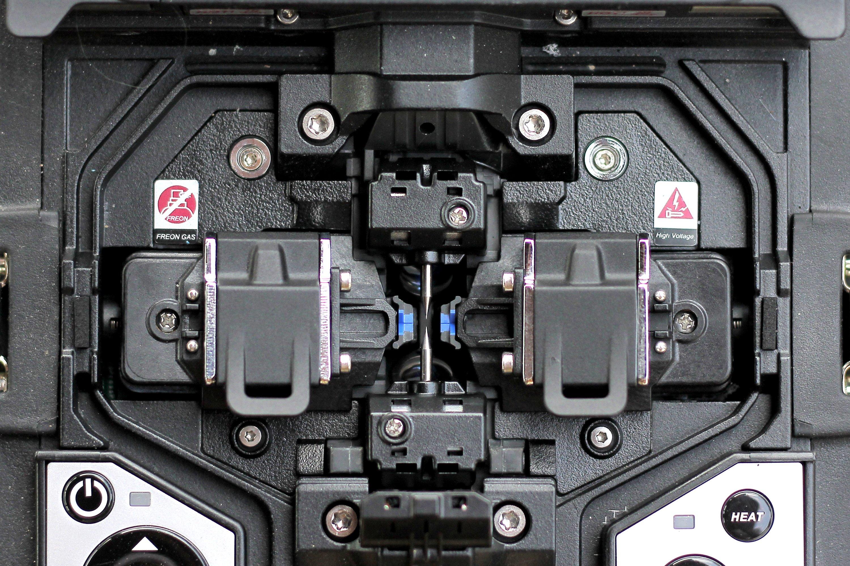 Fiber fusion splicing machine